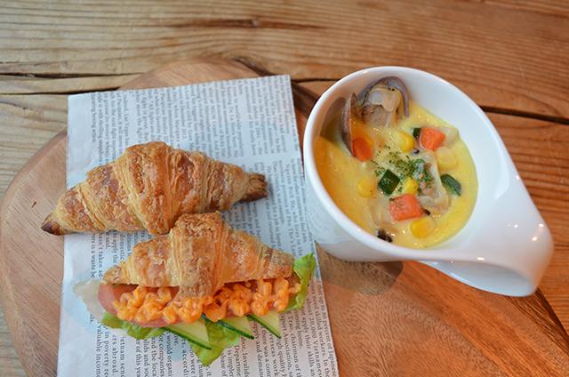 シーフードコーンチャウダーと夏野菜のプティサンドイッチ_s